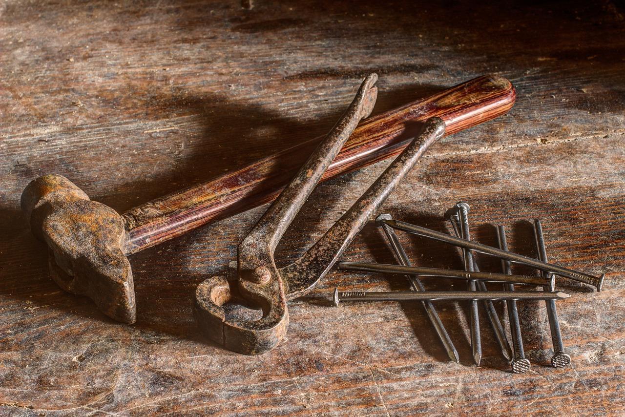 Le pistole per chiodi a bobina : strumento ideale per aggiustare i tetti